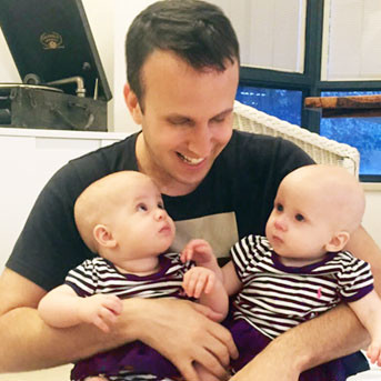 Erez and twin babies use of a surrogate